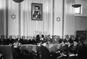 David Ben-Gurion maakt de stichting van de staat Israël bekend, 14 mei 1948. Via: Israel Ministry of Foreign Affairs.