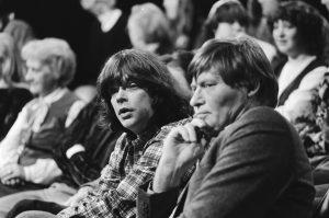 Boudewijn Büch (links) als gast bij de Alles is Anders Show in januari 1983. Foto: Rob Bogaerts, Nationaal Archief.